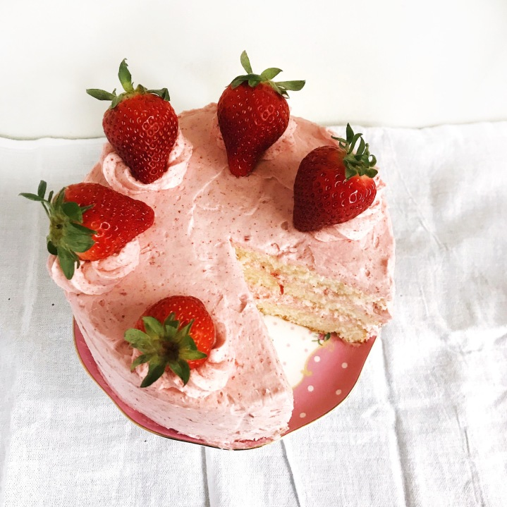 Strawberries & creamcake